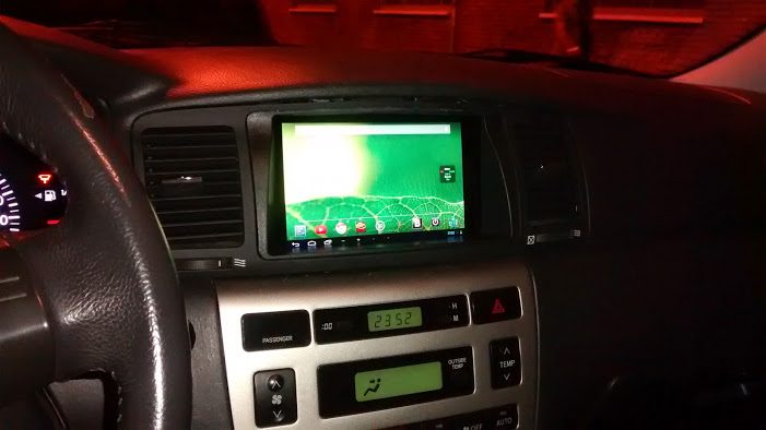Android Auto: https://commons.wikimedia.org/wiki/File:Android_auto_toyota.jpg?uselang=cs